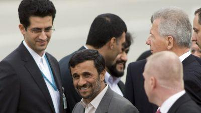 Irans president Mahmoud Ahmadinejad anländer till Genève för FN:s rasismkonferens