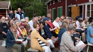 Salakamarin yleisöä Kuhmon kamarimusiikissa 21.7.2016.