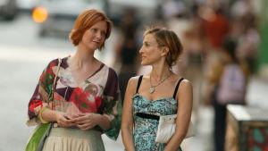 Cynthia Nixon som Miranda Hobbes och Sarah Jessica Parker som Carrie Bradshaw i tv-serien Sex and the city.