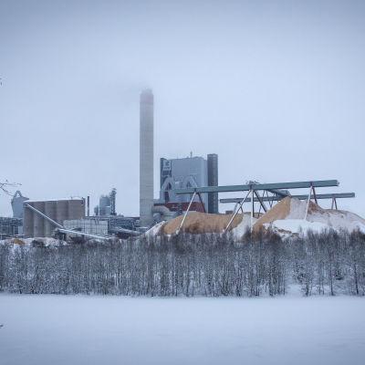 UPM-Kymin tehdas Kuusankoskella  talvella.