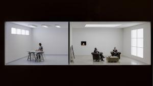 Dioramat Artist & Collectors (2019) av Aurora Reinhard skildrar konstnären och konstsamlaren