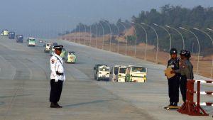 Vägspärr i Burma