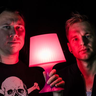 Tommy Nordlund och Kjell Simosas tar reda på nya spännande saker om musikbranschen i sin nya videoserie på Arenan.