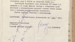 Ote kuulustelupöytäkirjasta, viron- ja venäjänkielinen lomake.