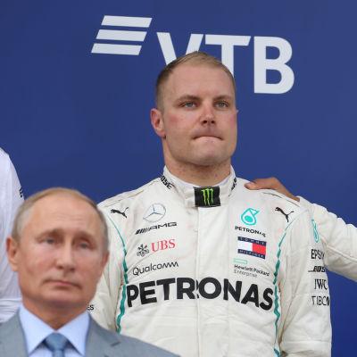 För ett år sedan delade Rysslands president Vladimir Putin ut pris till Valtteri Bottas och Lewis Hamilton.