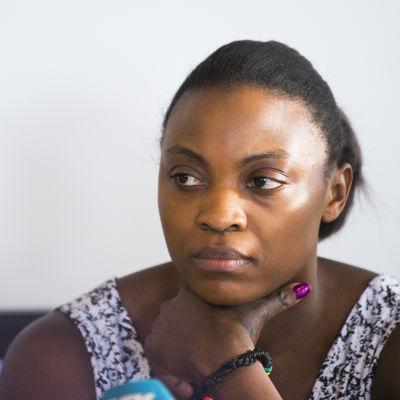 Ruth Kasirye ser sammanbiten ut.
