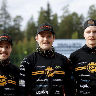 Matti Saukko, lukkari Janne Kivipelto ja sieppari Arttu Ruuska miesten pesäpallon Superpesiksen ensimmäisessä finaaliottelussa.