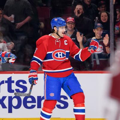 Montreal-anfallaren Max Pacioretty firar sitt mål med att höja knytnäven i luften.