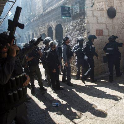 Mellakkapoliiseja Jerusalemissa.