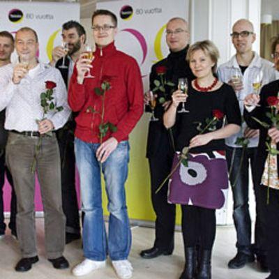 Vuonna 2008 Teemu Viinikainen oli ehdolla Teosto-palkinnon saajaksi. Punapaitainen Viinikainen kuvassa keskellä. Teosto-palkinnon sai viime vuonna räppäri Asa.