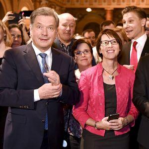 Gruppbild från Samlingspartiets valvaka 2018.