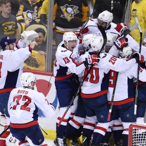 Washington firar sin seger över Pittsburgh i Stanley Cup-slutspelet 2018.