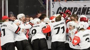 JYP firar segern i Växjö.