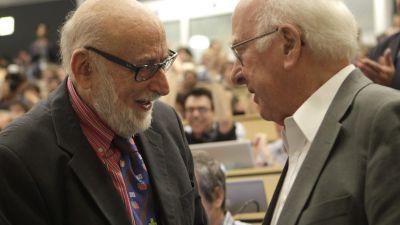 Fysikerna François Englert (t.v.) och Peter Higgs (t.h.)