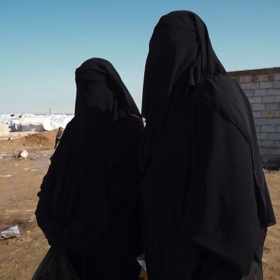 Suomalaisia naisia al-Holin leirillä.