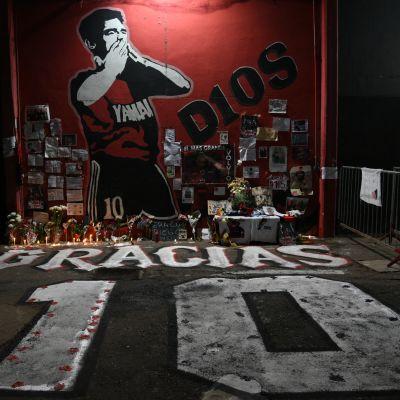 Diego Maradonan muistoa kunnioitetaan kuvassa