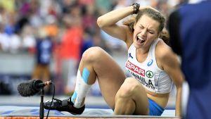 Ella Junnila slog huvudet i sitt sista hopp i kvaltävlingen i Berlin.