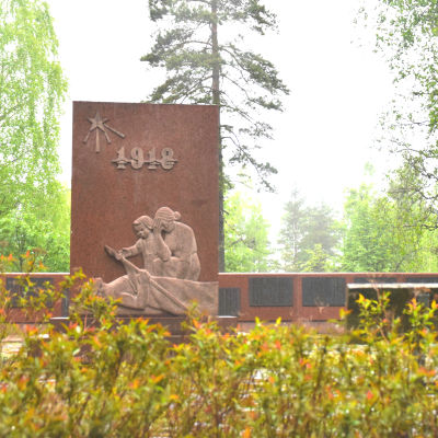 Monument i Dragsvik för dem som dog i Dragsviks fångläger 1918.