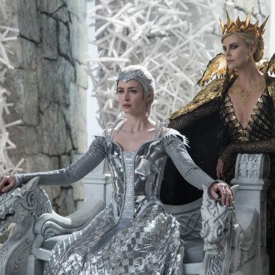 Emily Blunt och Charlize Theron i The Huntsman: Winter's War.
