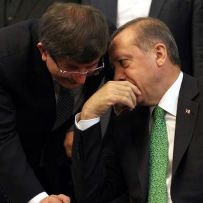 Turkiets premiärminister och utrikesminister diskuterar