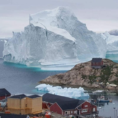Isberget intill byn Innaarsuit, Grönland, fotograferat på torsdagen 12.7.