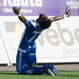 Evans Mensah gjorde två mål och tog sin publik i matchen mot VPS.
