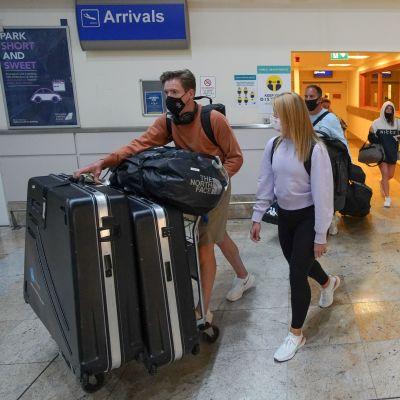 Brittituristeille tuli kiire kotiin ennen tiistaina aamuyöllä kello 4 voimaan astunutta karanteenipakkoa Portugalista tuleville. Nämä turistit saapuivat klo 3 Doncaster Sheffieldin lentokentälle.