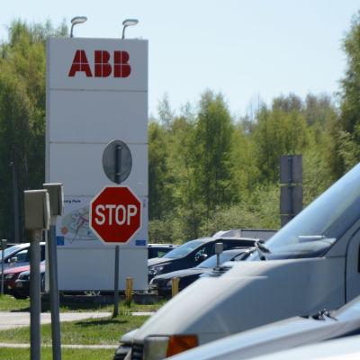 Bilparkering vid Strömberg park i Vasa.