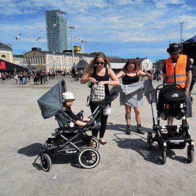 Äidit ja lapset Tuska-festivaaleilla.