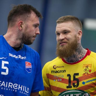 Tadas Stankevicius och Teemu Tamminen i den första handbollsfinalen 2019.