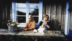 Kuvassa Tove Jansson ja Tuulikki Pietilä