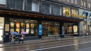 Finnkino kuvapalatsin julkisivu Kaisaniemenkadulla.