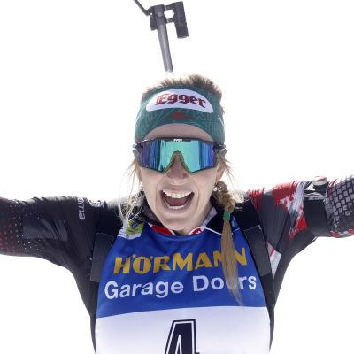 Lisa Hauser firar sitt första mästerskapsguld.