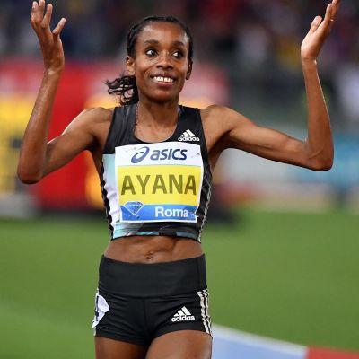 Almaz Ayana nära världsrekordet på 5000 meter i Rom.