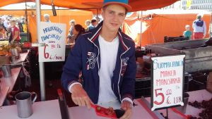 Max Gustafsson är torgförsäljare