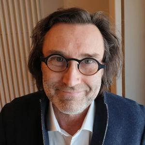 Teatteri- ja oopperaohjaaja Erik Söderblom