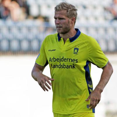 Bild på Paulus Arajuuri i Bröndbys gula tröja.