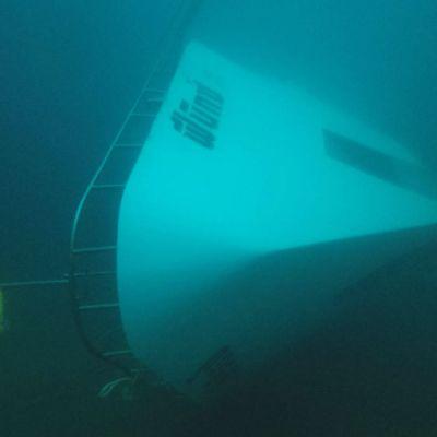 Pelastussukeltajan kuva Phuketin edustalla uponneesta turistiveneestä, jonka mukana hukkui kymmeniä ihmisiä.