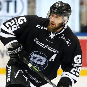 Jonne Virtanen i farten för TPS.
