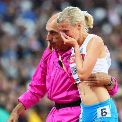 Camilla Richardsson i tårar.