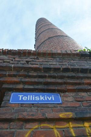 Gatuskylt med texten Telliskivi.