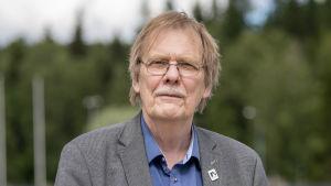 Runoilija Kari Aronpuro