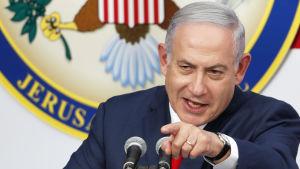 Israels premiärminister hyllar Donald Trump under invigningsceremonin av ambassaden i Jerusalem.