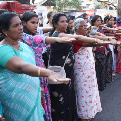 Över 3 miljoner kvinnor står i solidaritetsyttring för att kvinnor ska få gå in i templet Sabarimala