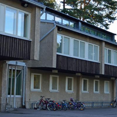 Kottby lågstadieskola hör till Helsingforsskolorna med den farligaste trafiken.