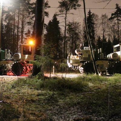 Erikoisajoneuvot tärisyttivät maata Helsingin keskuspuistossa viime talvena, kun Helen ja GTK tutkivat mahdollisuuksia geolämpökaivon poraamiselle.