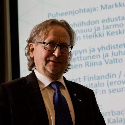 PekkaVähäsöyrinki_1.jpeg
