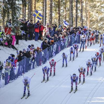 Sverige, Ryssland, Norge och Finland låg väl framme i skiathlontävlingen i Lahtis-VM.