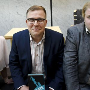 Salla Vuorikoski ,Jussi Eronen och Jarno Liski vid publiceringen av Ylegate.