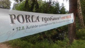 banderoll om Porla som firar 100 år